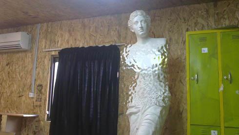 مجسمه زن برهنه در دانشگاه ایران