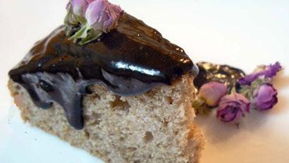 کیک گل سرخ، کیک مناسب فصول سرد