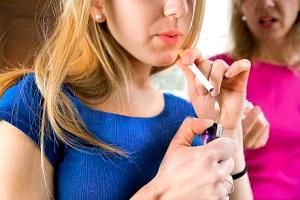 ۶ دلیل که نوجوان شما سیگاری می شود