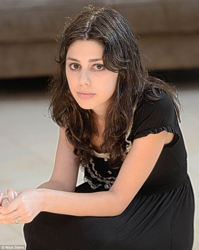 دختری که در فیلم موهن نقش داشت / عکس