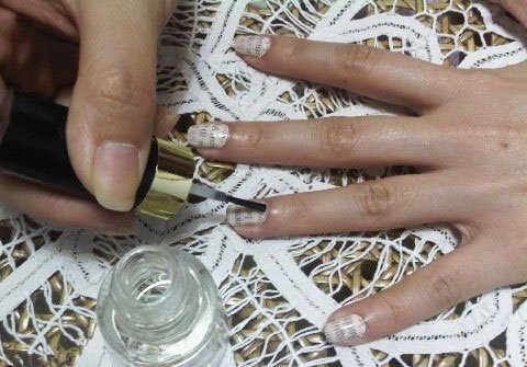 آموزش چاپ طرح روزنامه روی ناخن