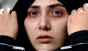 تجمع مخالفان و موافقان فیلم «من مادر هستم» در مقابل وزارت ارشاد
