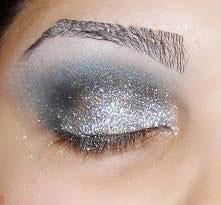 آموزش تصویری آرایش چشم نقره ای