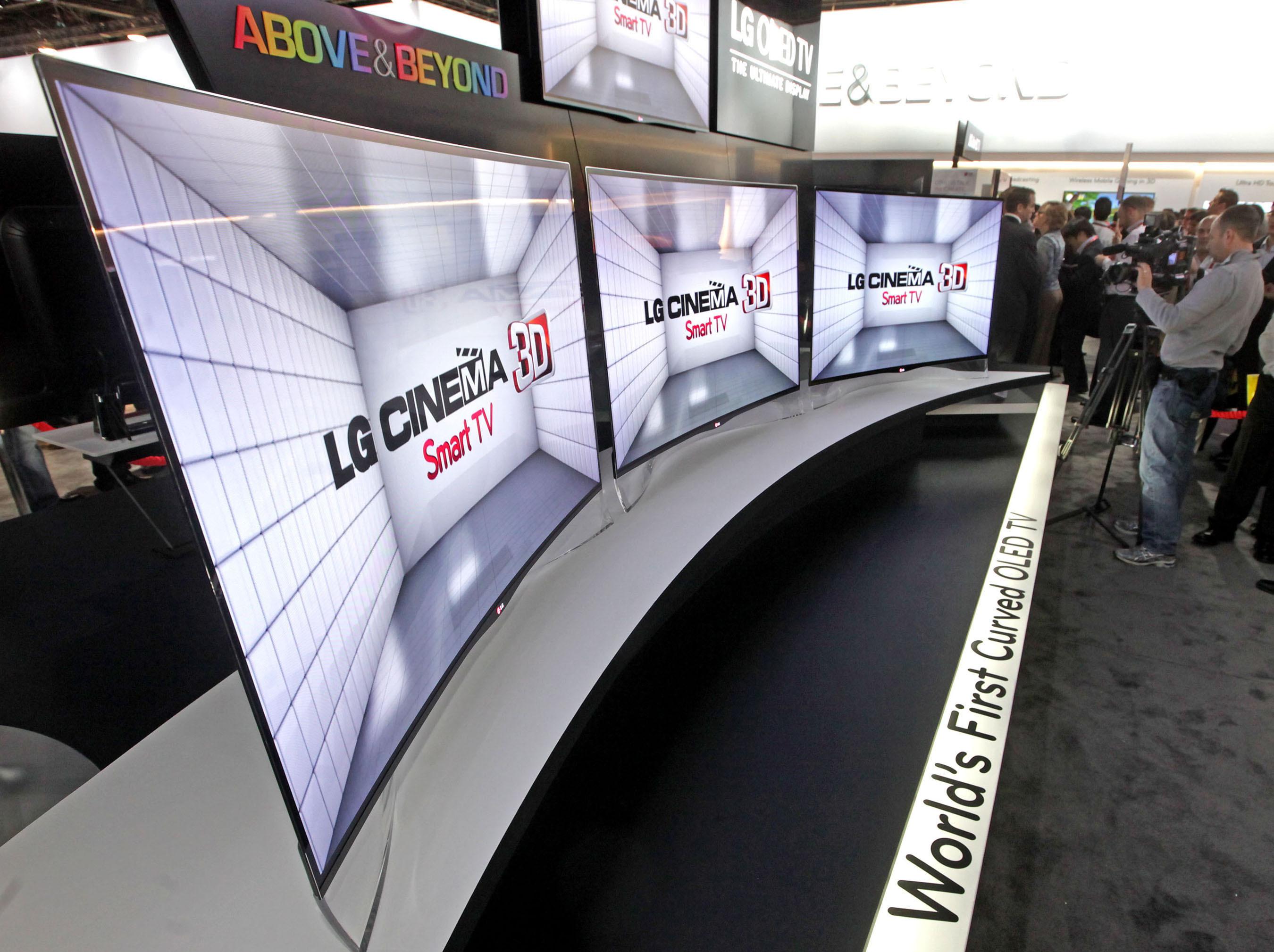ال جی تلویزیون OLED منحنی شکل خود را در CES 2013به نمایش گذاشت