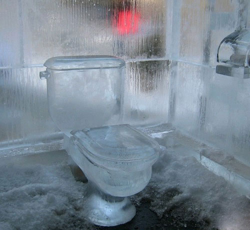 تصاویر جالب سرد ترین توالت دنیا