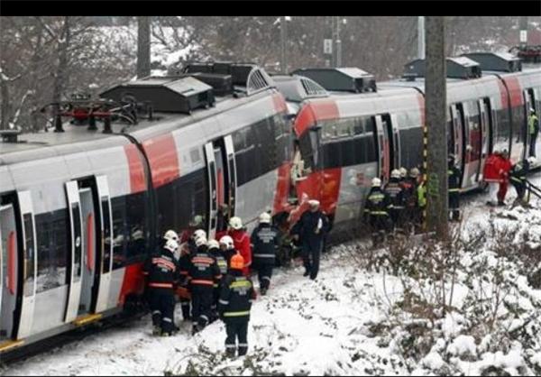 برخورد دو قطار در اتریش + عکس