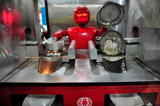 رستوران رباتیک در چین