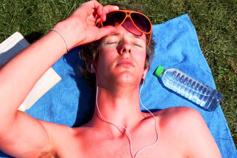 10 درمان ساده اما مفید برای تسکین آفتاب سوختگی