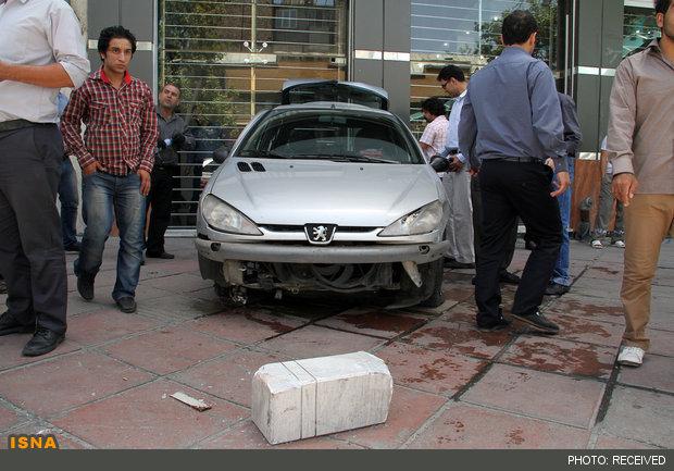 رانندگی عجیب زن جوان در تهران +عکس