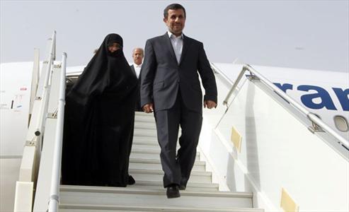 احمدی نژاد و همسرش در روسیه+عکس