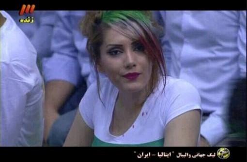 شهرت یک شبه دختر ایرانی تماشاگر بازی والیبال ایران و ایتالیا!+عکس