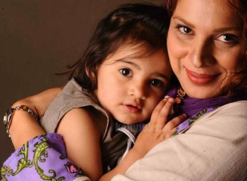 روشنک عجمیان به همراه دختر و همسرش+عکس