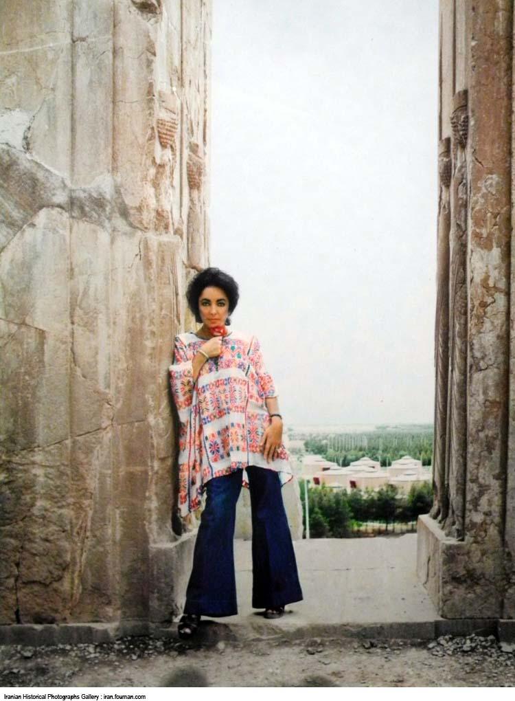 کشف حجاب بازیگر زن هالیوود در تخت جمشید +تصاویر