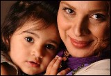 hidybxzx3s49exfpw1g روشنک عجمیان به همراه دختر و همسرش+عکس