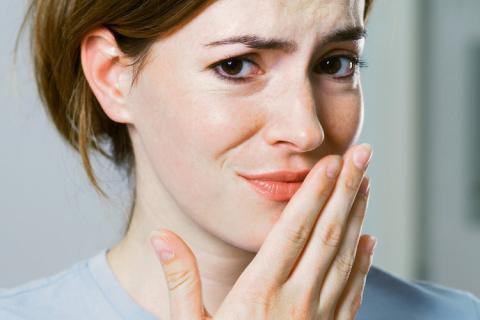 راهکارهایی ساده اما مفید برای برطرف کردن بوی بد دهان