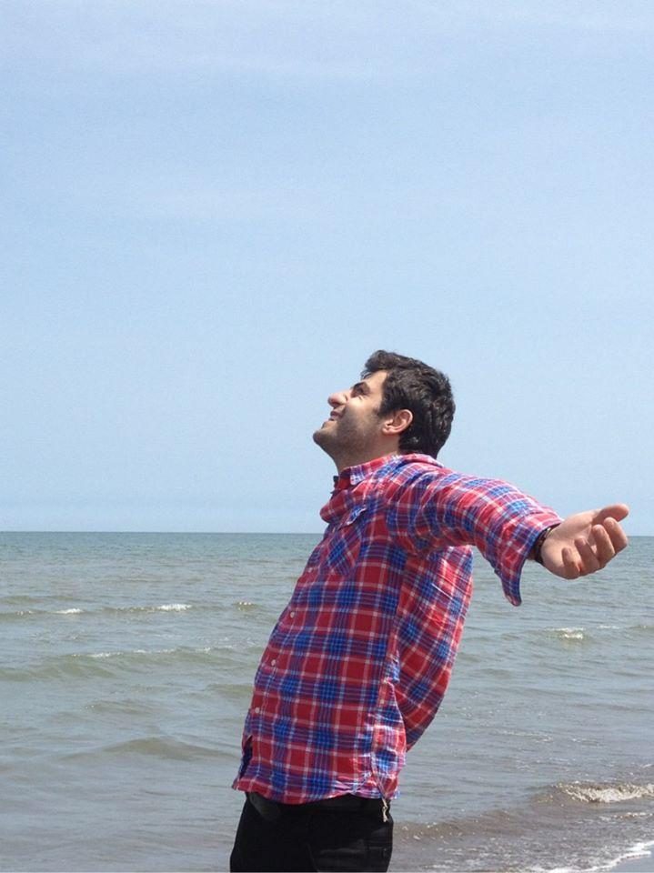 مجری برنامه ویتامین 3 در کنار دریا +عکس