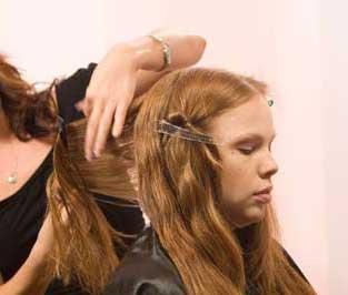 آموزش تصویری مرتب کردن موی بلند با قیچی