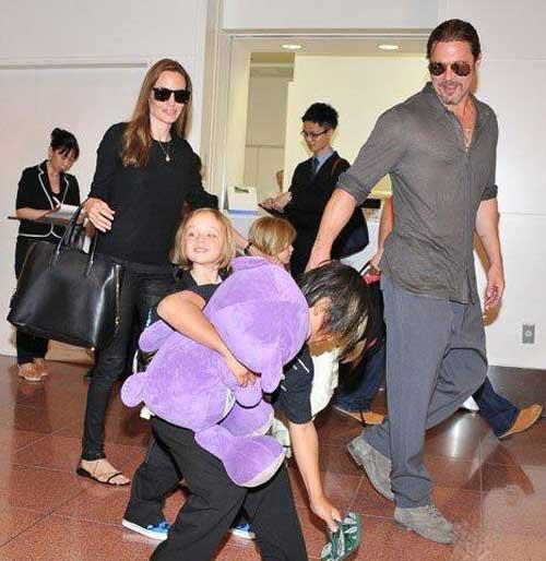 آنجلینا جولی به همراه خانواده اش در ژاپن +تصاویر