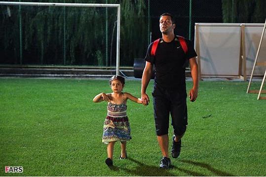 عکسی داغ از پژمان بازغی و دخترش