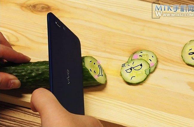باریک ترین گوشی جهان Vivo X3 به عنوان یک چاقو به شمار می آید