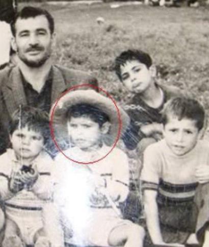 عکسی از علی دایی به همراه پدر و برادرانش