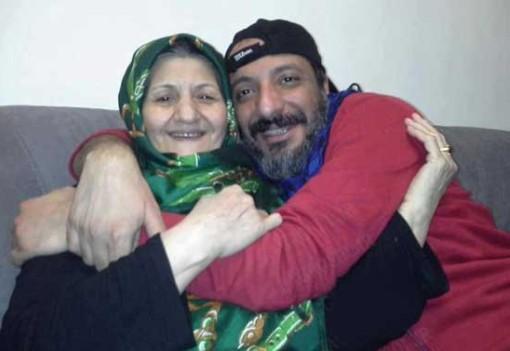 عکسی از امیر جعفری در آغوش مادرش