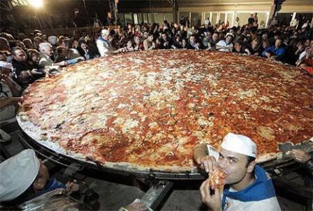 بزرگ ترین پیتزای جهان +تصاویر