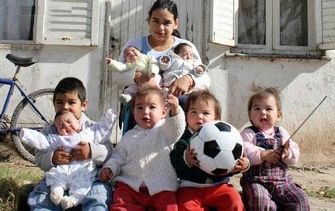 دختر نوجوان ۱۷ ساله با هفت فرزند! +تصاویر