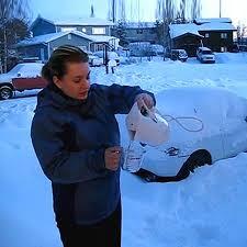 دانلود کلیپ دیدنی یخ زدن آب جوش در دمای منفی 40 درجه!