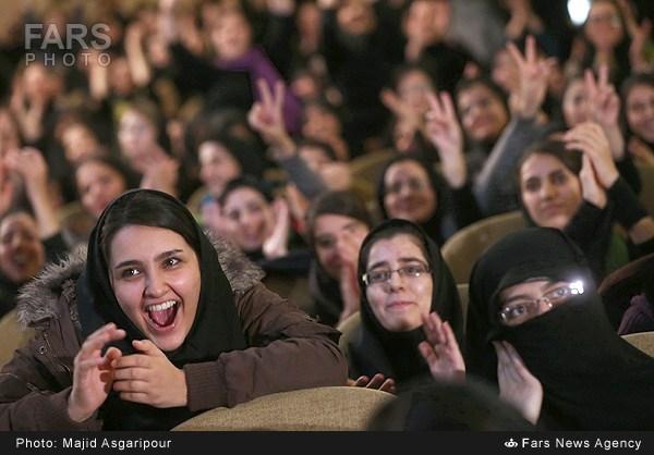 استقبال دخترانه از روحانی /تصاویر