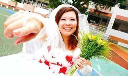 ازدواج یک دختر با خودش +عکس