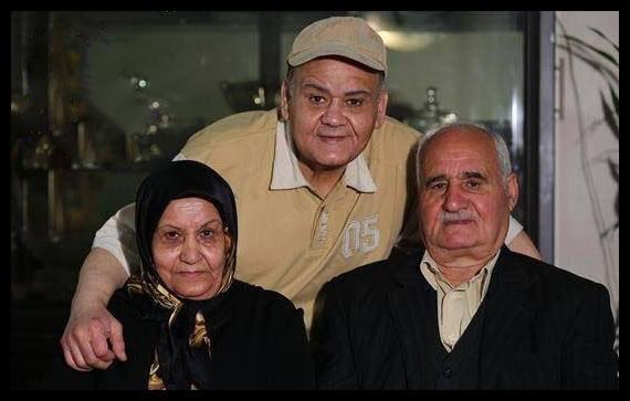 اکبر عبدی همراه با پدر و مادر /عکس