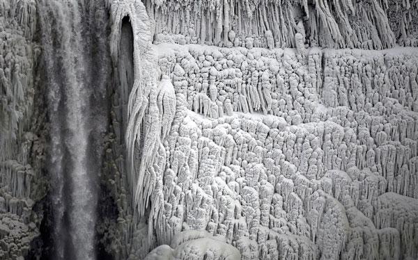 زیباترین آبشار جهان منجمد شد +تصاویر