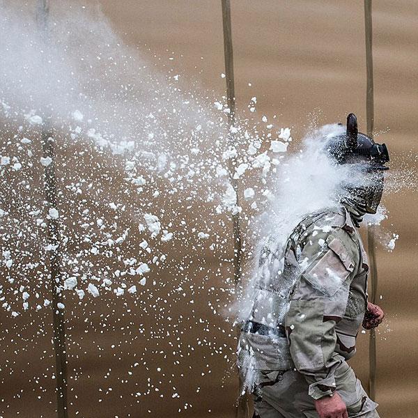 جنگ عجیب با آرد و تخم مرغ +تصاویر