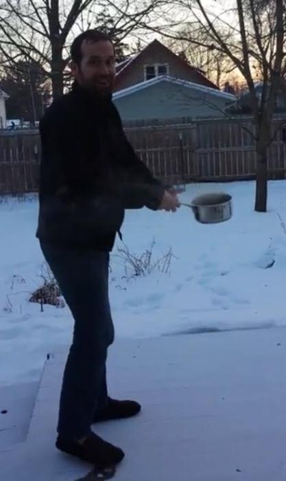 کلیپ یخ زدن آبجوش در چند ثانیه در سرمای آمریکا