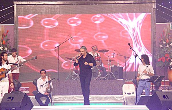 کنسرت مازیار فلاحی در کیش /تصاویر