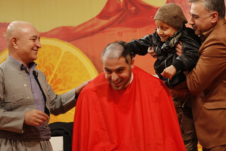 علی ضیاء در برنامه زنده موهایش را تراشید +تصاویر