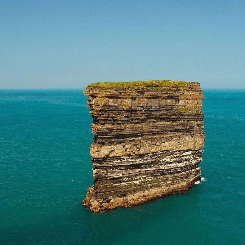 صخره ای به شکل یک تکه کیک /تصاویر