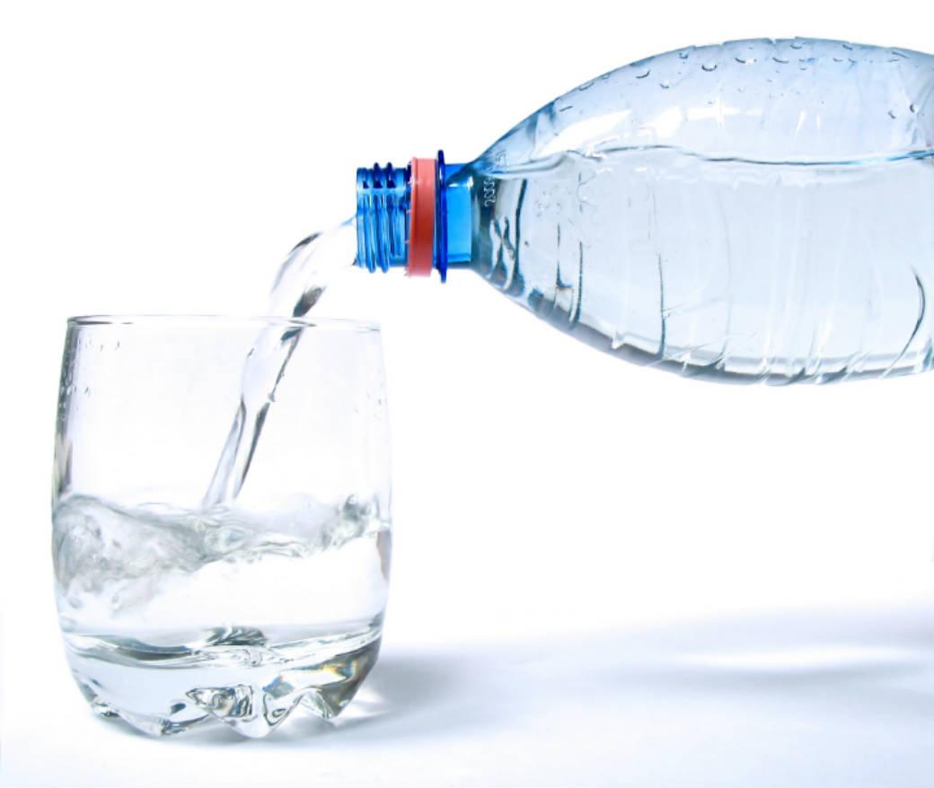 آداب آب خوردن در شب و روز