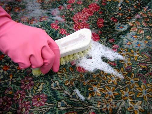 3 روش از بین بردن بوی نامطبوع فرش
