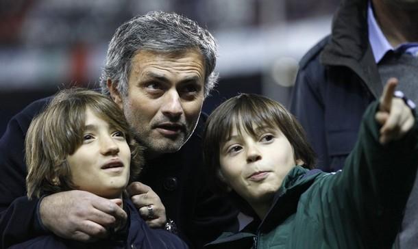 خوزه مورینیو در کنار فرزندانش /عکس