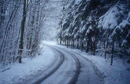 غافلگیری مسافران نوروزی در برف شمال کشور