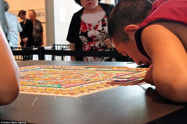 ساخت فرش با دانه برنج! +تصاویر