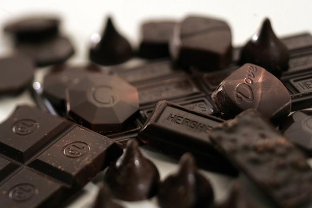 شکلات سیاه بخوریم یا نخوریم!؟