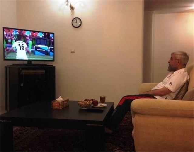 دولت مردان در حال تماشای بازی ایران و نیجریه +تصاویر