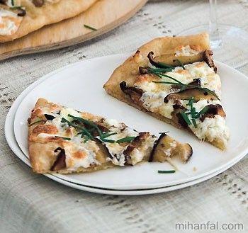 طرز تهیه پیتزای قارچ با پنیر