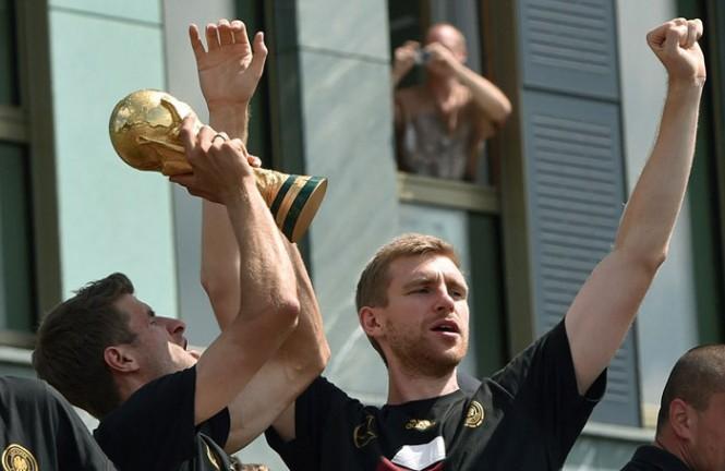 تصاویر دیده نشده از استقبال مردم آلمان از بازیکنان تیم ملی