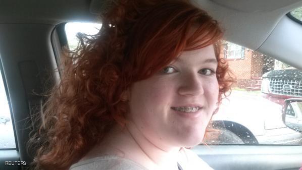 اخراج یک دختر از مدرسه به خاطر رنگ مو +عکس