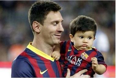 پسر 2 ساله مسی به بارسلونا پیوست +عکس
