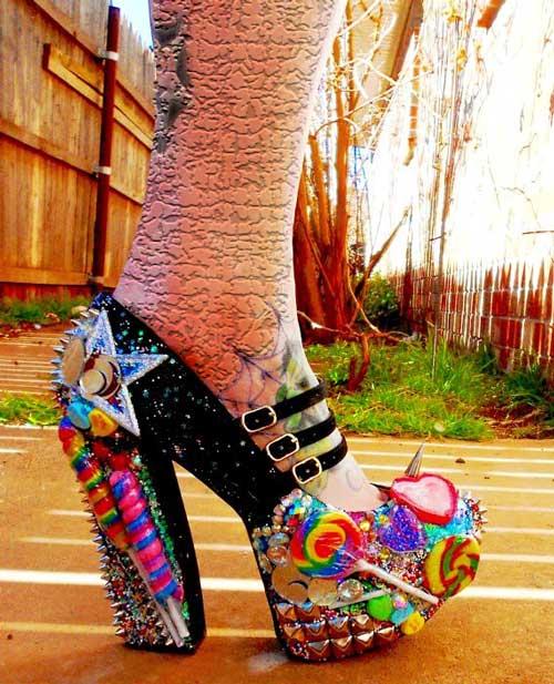 مدل عجیب و غریب از کفش های تیغ دار